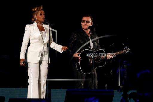 Bono et Mary J Blige chantent One et Moment of Surrender