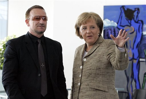Angela Merkel reçoit Bono, le chanteur de U2