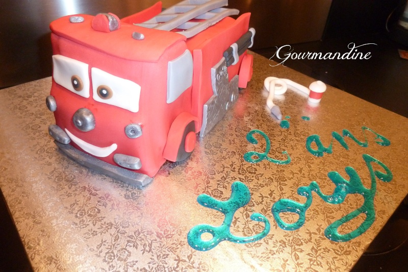 Gateau camion de pompier pate a sucre