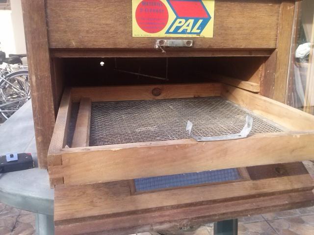 acquisition d 39 une vieille couveuse jeffcky. Black Bedroom Furniture Sets. Home Design Ideas