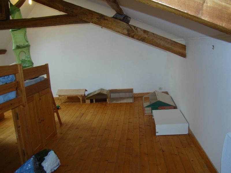 Peindre chambre peinture chambre couleur et ide pour fautil laisser la pente du0027une chambre for Peindre une chambre mansardee